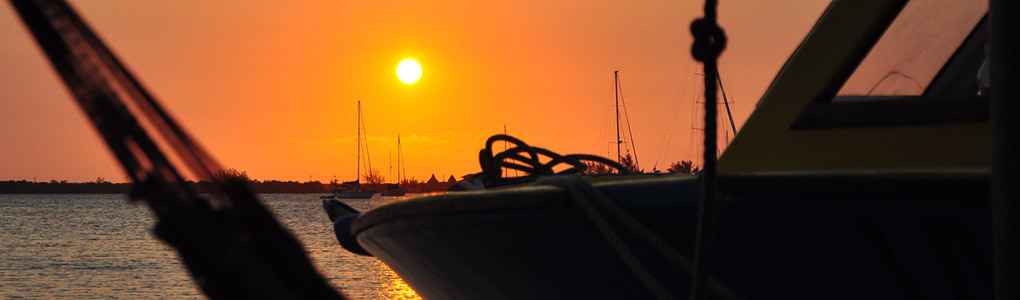 sunset_utila_udc_hammock_dock.jpg